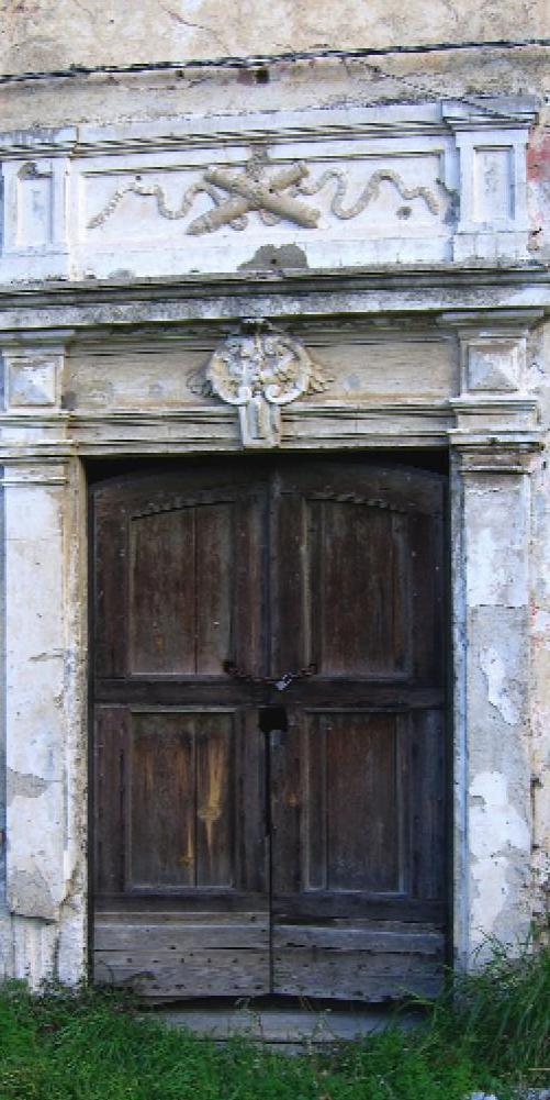 esterno portone chiesa San Giacomo savona degrado abbandono rovinata