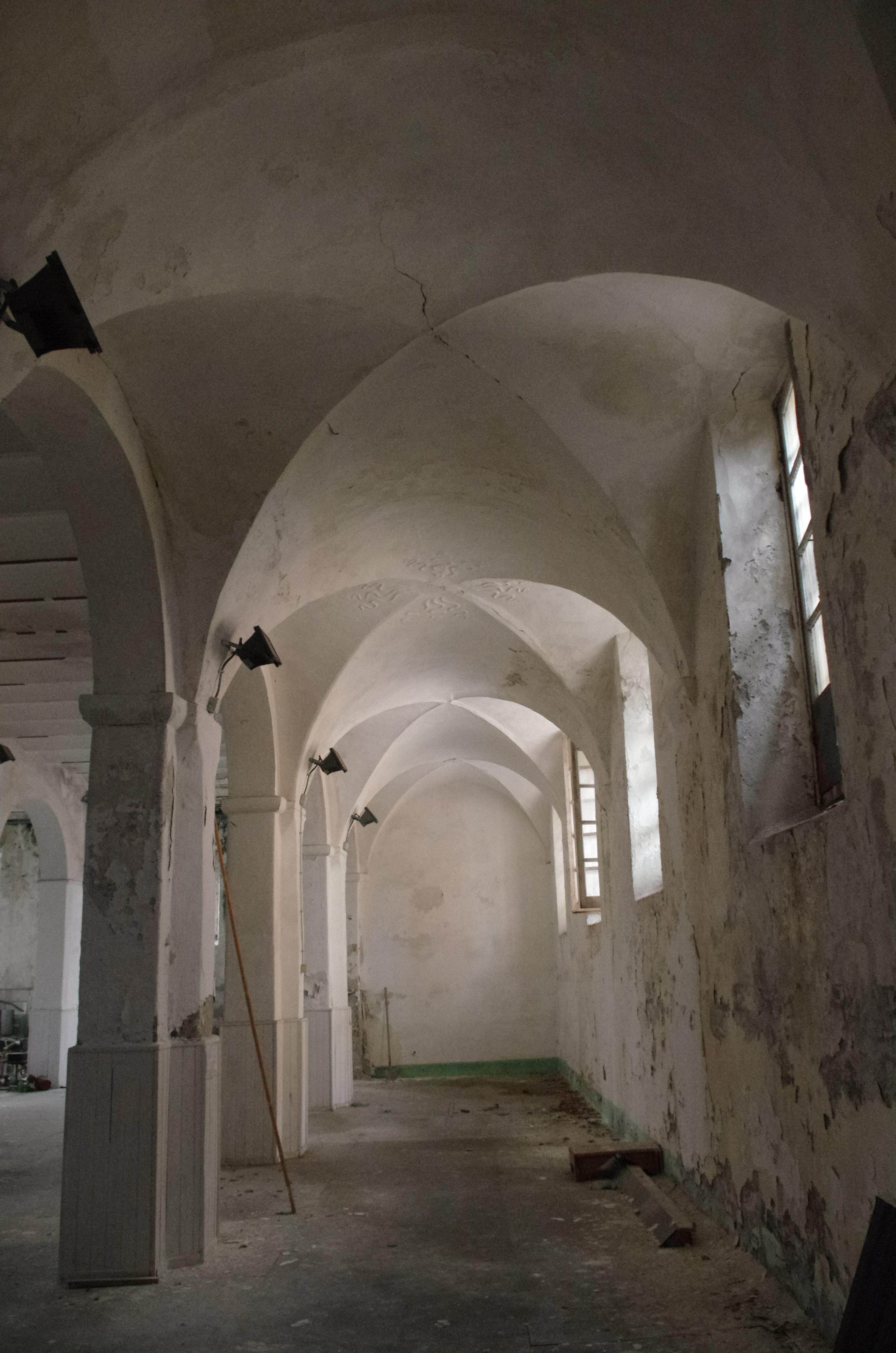 navata chiesa San Giacomo savona degrado abbandono rovinata