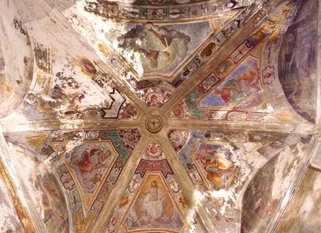 interno chiesa San Giacomo savona  absidedegrado abbandono rovinata